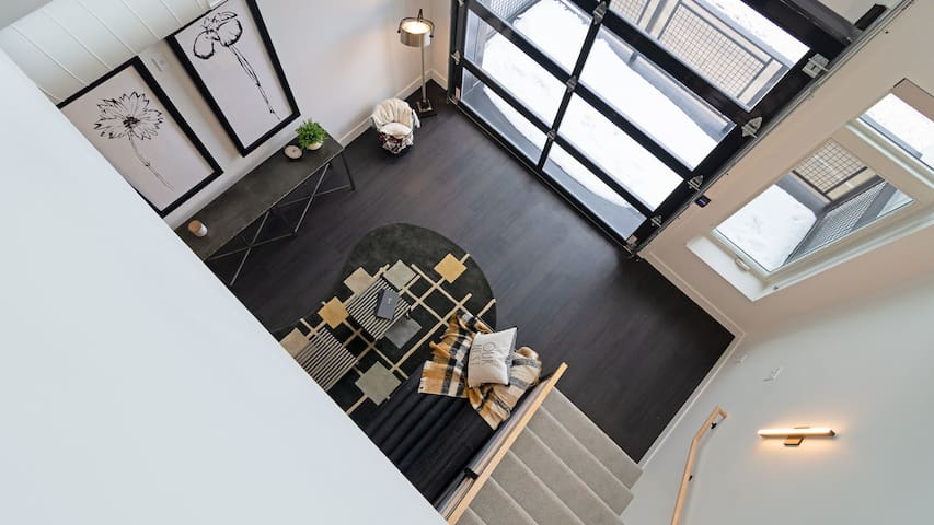 Sparkling clean condo in Milwaukee, self check-in