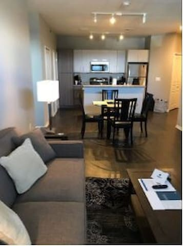 2 Bed/2 Bath- Auburn Hills- Prime Location
