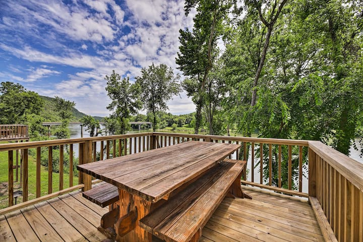 This 3-bedroom, 1-bath vacation rental is right on the White River!