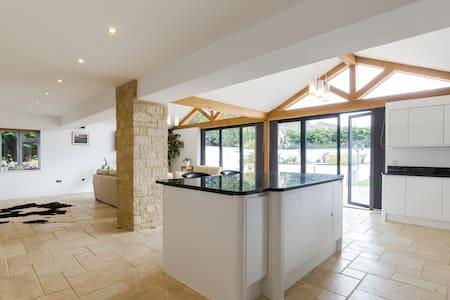 Luxury Cotswold Villa, Woodmancote - Woodmancote - Villa