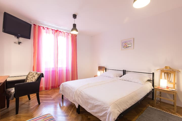 Apartmani TOMO-ŠkoljćV