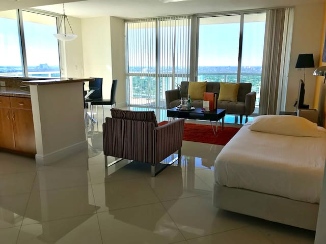 Exquisite 2 BR Apartment with Bay View by Dharma