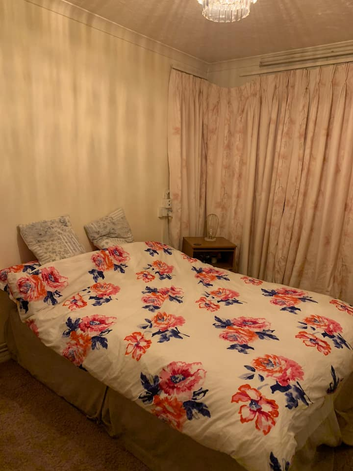 A love place very close to seafront. Females only