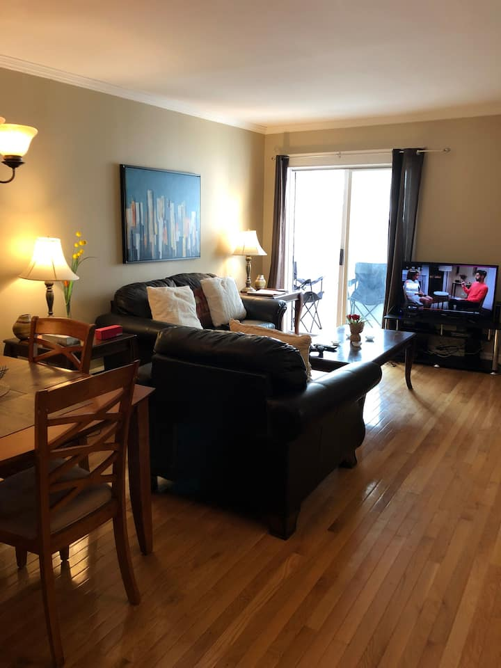 Room in core Downtown Apt with Underground Parking
