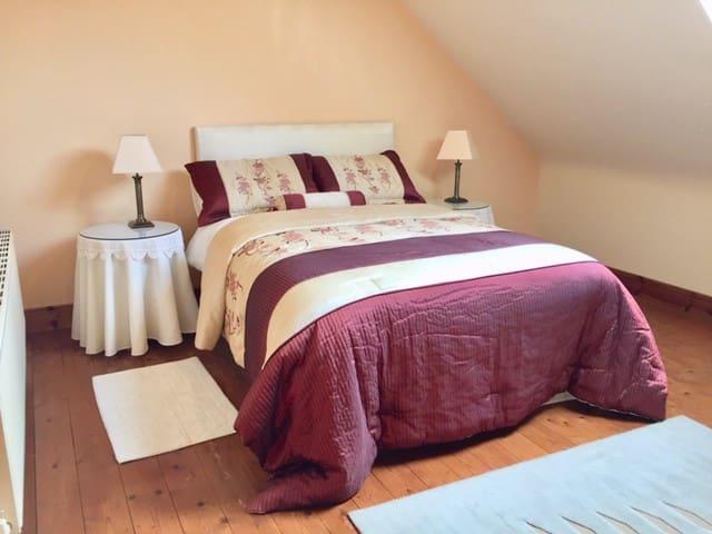 2 super double rooms/sleeps 4/share large bathroom