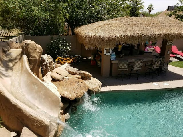 Private Paradise at the Tiki Hut and Blue Lagoon!