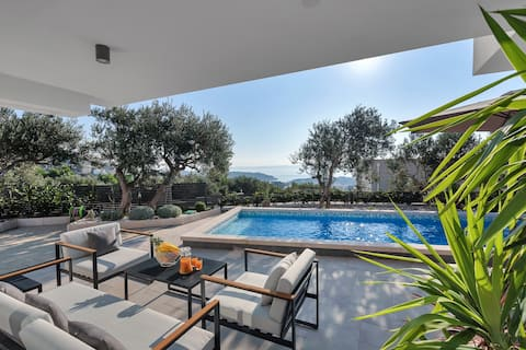 ctma210 - This villa with private heated pool is the ideal choice for a relaxing family holiday, 4 + 1 persons