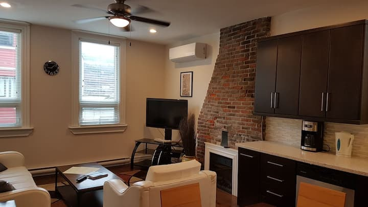 Spacious 3rd floor apartment on Water Street