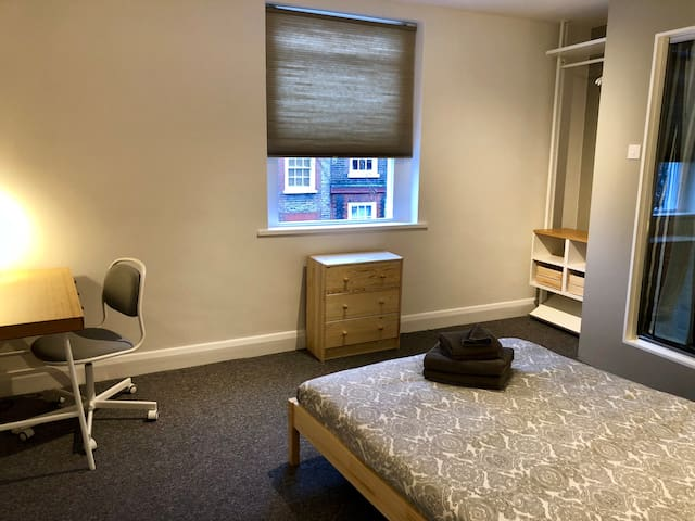 Double room With private toilet / Russell Square