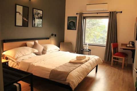 Trendy and modern loft - themed room