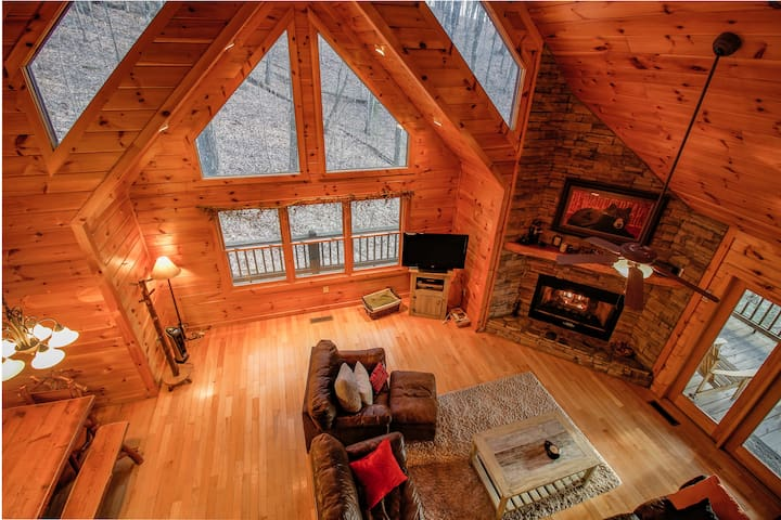 Black Bear Lodge - First Class Mtn Top Cabin - Blue Ridge - Cottage