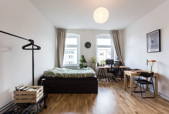 Bright studio in perfect location - Berlijn - Appartement