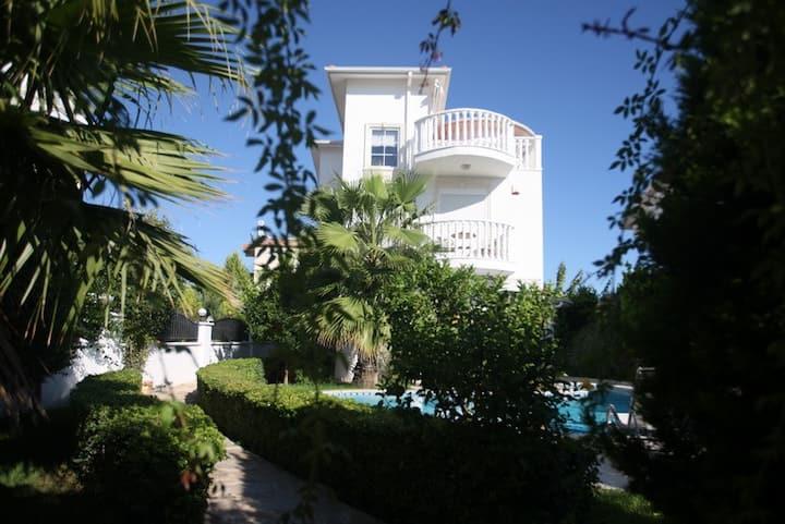 Bella Villa 3