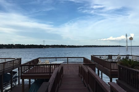 Lake Conroe waterfront condo - House