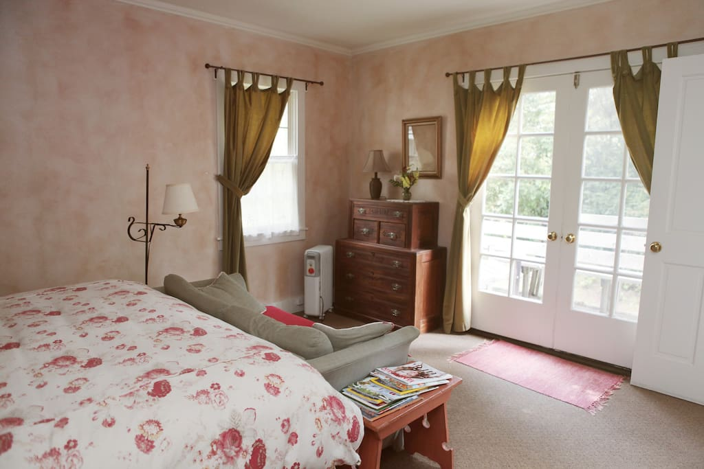 Elizabeth's room with King bed, private bath with tub/shower.  Coffee maker.