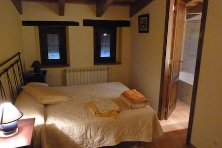 Habitación en casa de campo,incluido desayuno (H3) - Canet d'Adri - Lomaosake