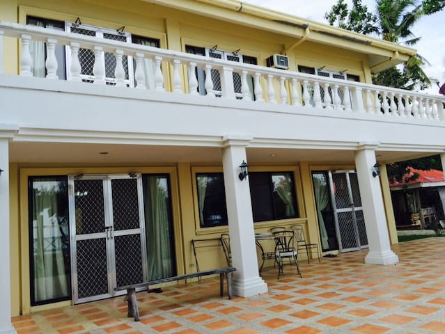 5BR villa near Whalesharks w/ beach, pool, helper - Oslob - Villa