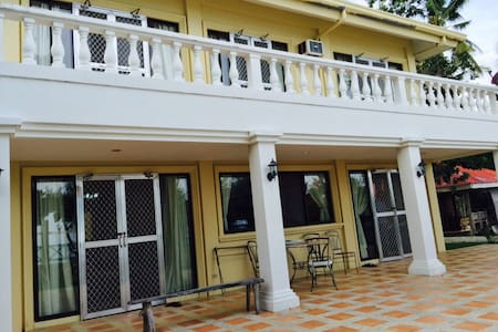 5BR villa near Whalesharks w/ beach, pool, helper - Oslob - Willa