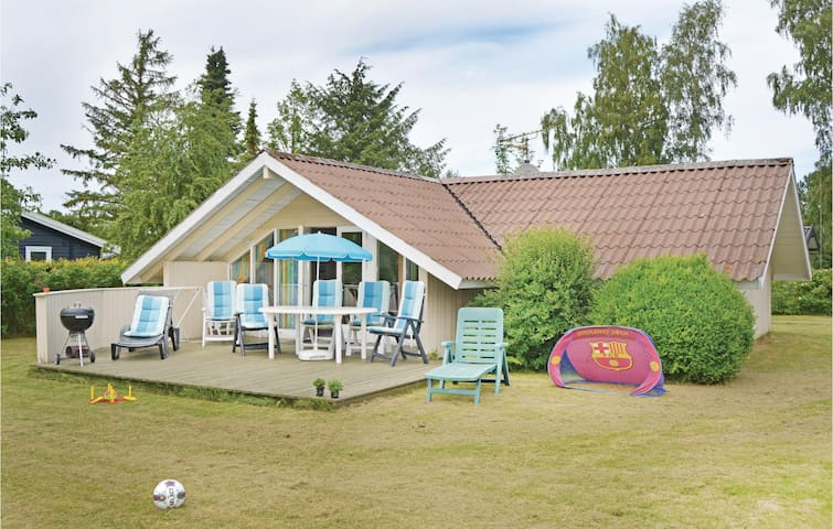 Holiday cottage with 3 bedrooms on 57 m² in Dronningmølle