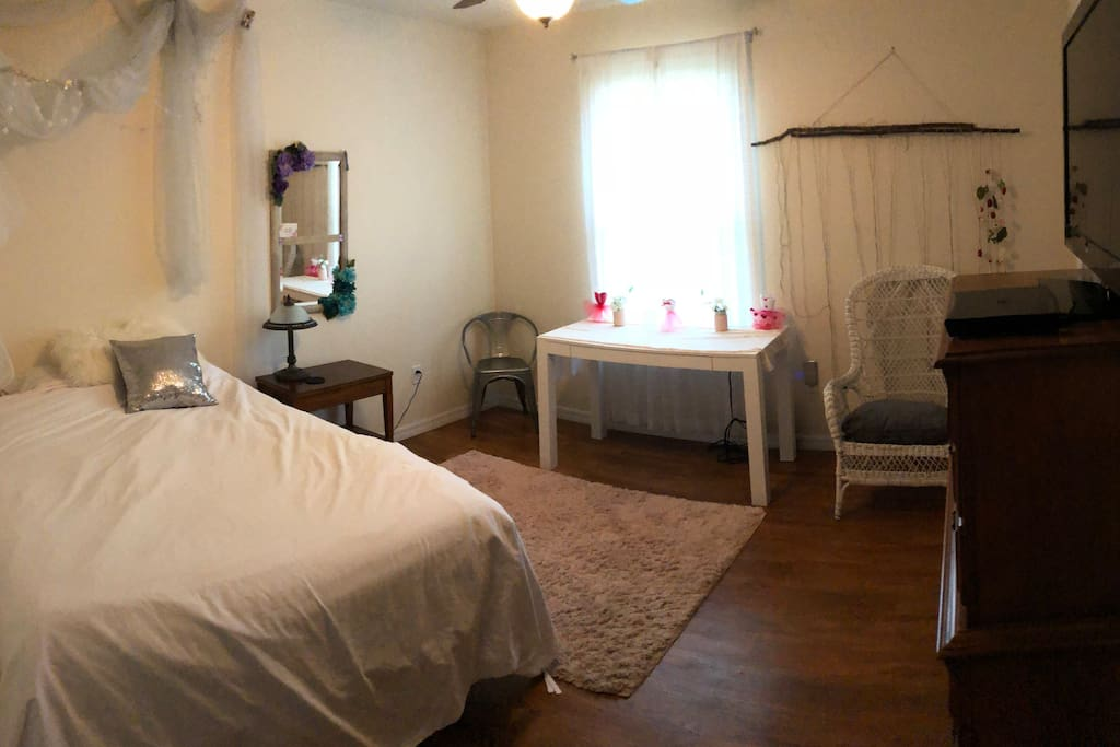 Queen bed. Tv included. Desk/vanity table with chair.