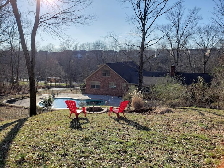 NEW PROPERTY DISCOUNT! Luxury Retreat with Pool & Games Room, North Nashville