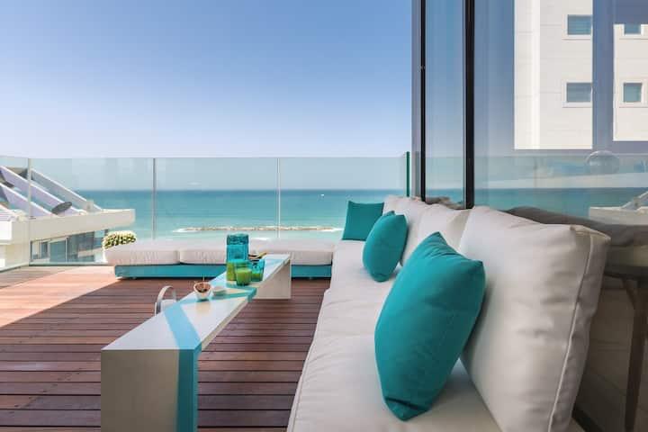 Front of Beach next RoyalBeach Hotel - Full option