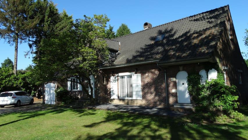 Villa met ruime tuin in de groene kempen villas for rent in turnhout vlaanderen belgium - Buiten villa outs ...