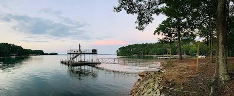 Stunning lake views, family/pet friendly,  2 docks