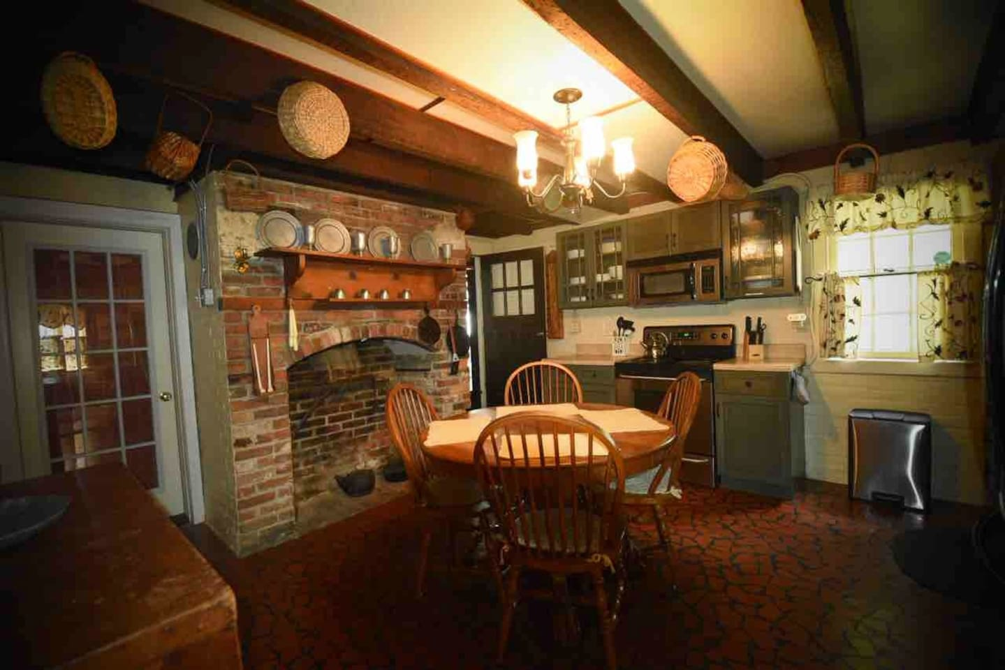 Fully equipped Kitchen, backdoor to covered patio.