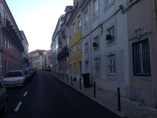 Rua Cecílio de Souza em direção a Praça das Flôres