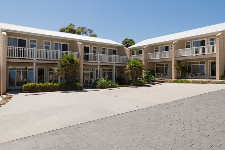 Port Campbell Parkview Spa Apartment 2 bedroom