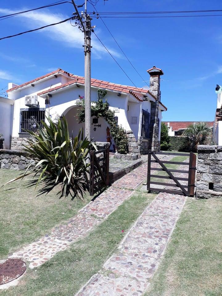 Hermosa casa en Piriapolis a 3 de la playa.