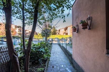 Villa di 200 mq immersa nel verde parco di Milano. - Lucino-rodano - Villa