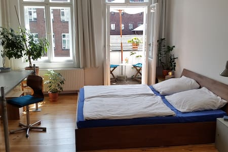 Big and beautiful apartment near Mauerpark