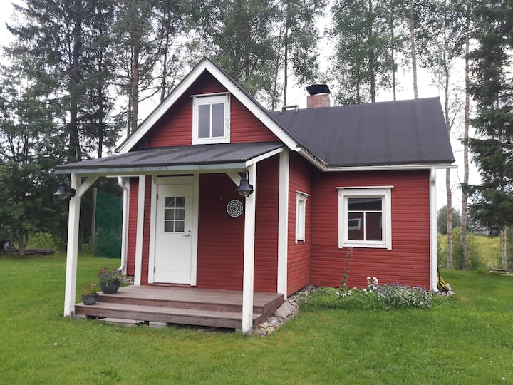 Pieni punainen tupa / Little red cottage