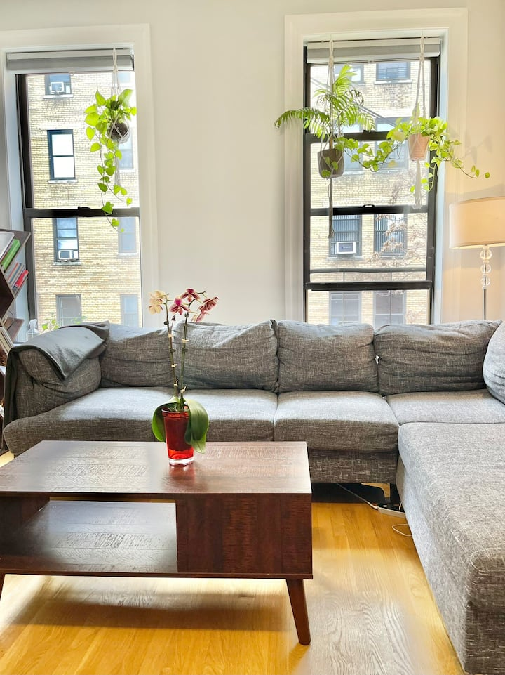 Sunny one bedroom, Steps from Central Park