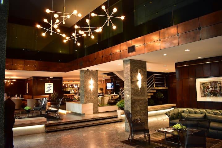 Apto Duplo em Hotel - central, conforto, segurança