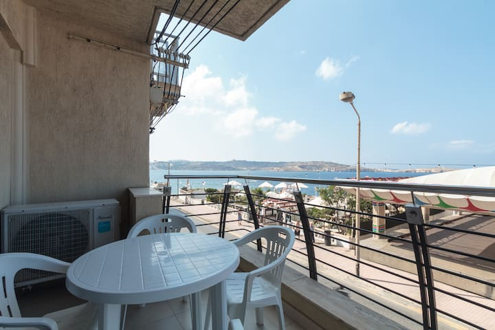 Seafront apartment with breathtaking seaviews