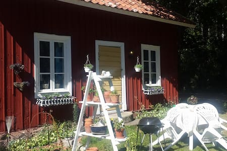 Cosy cottage in the countryside - Arboga S - Bed & Breakfast