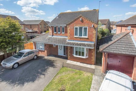 Spacious 5 bed Detached house in Quiet Cul de Sac - Corby