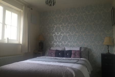A lovely double room with parking - Hus