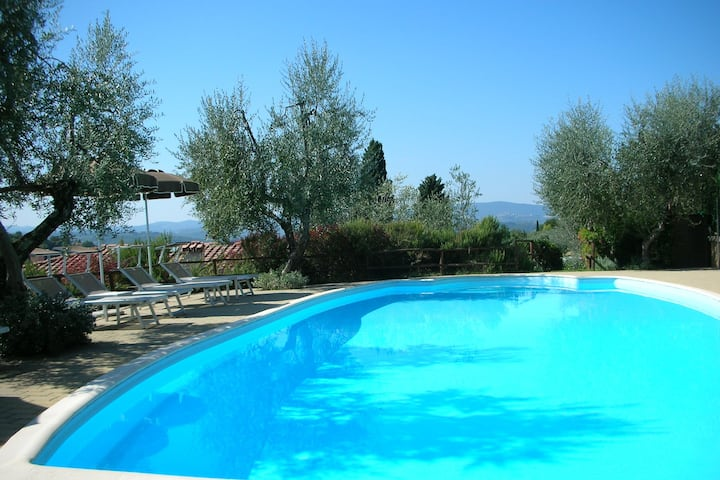 Enjoy the Tuscan landscape in a farmhouse with pool and wifi