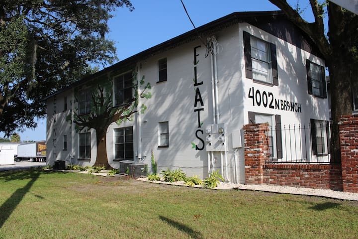 Seminole Heights,3 beds,Close 2 all,secluded+fun:)