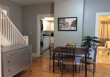 Historic 2BR Charm in Cleveland's Ohio City - Cleveland - Casa