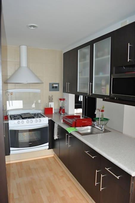 Cocina: práctica y completa Kitchen: practical and complete