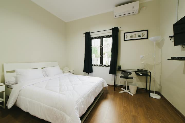 Cozy Private Ensuite Room in Downtown Jakarta