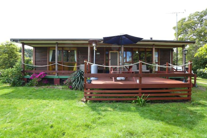 Chloe's Cabin Accommodation - White Beach - Casa