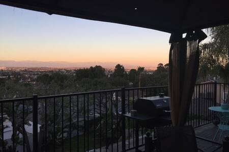 "Million Dollar View LA ""Treehouse"" - Hus"