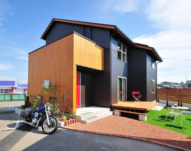住宅のモデルハウスとして使用。期間限定でお貸しします。近所に民家がないので大きな声を出してもOK!