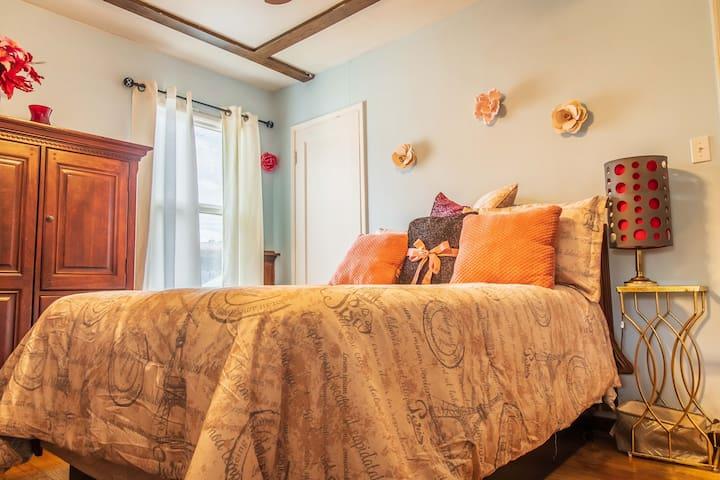 Large 4 bedroom with Backyard